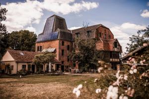 Aussenansicht Hof Eventlocationen & Hochzeitslocationen Salvey Mühle by zaza in Brandenburg